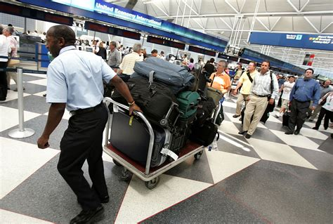 Top Tips for Beating Airline Checked Baggage Fees