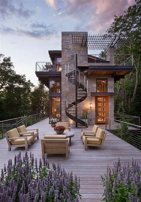 Spectacular Modern Architectural Masterpiece on Lake